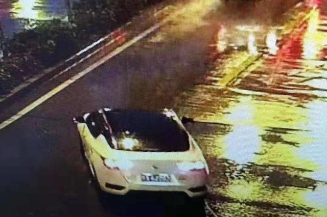 协查通报!西安一辆黑顶白色轿车肇事逃逸,看到速报警