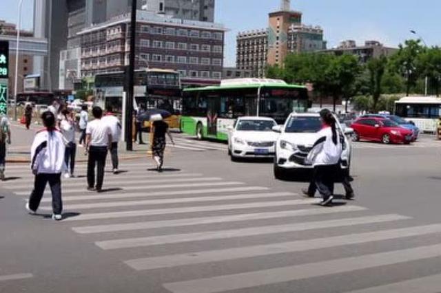 西安交警曝光8名行人闯红灯照片