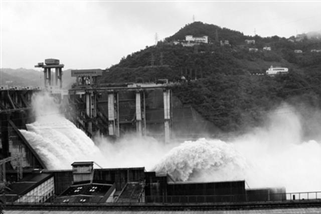 陕有序应对持续强降雨 入汛最大洪峰安全通过安康城区