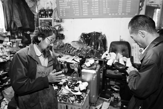 多年前受人帮助如今回馈社会 修鞋老人4年捐款1万多
