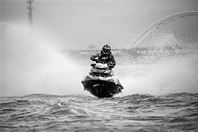 汉中国际摩托艇公开赛举行 200余名运动员展开较量