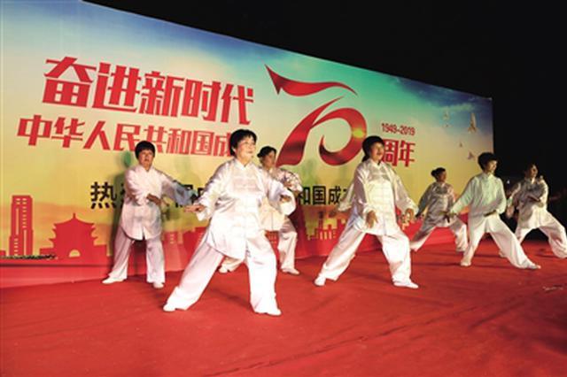 未央区千余居民自编自演办晚会 表达对祖国的祝福