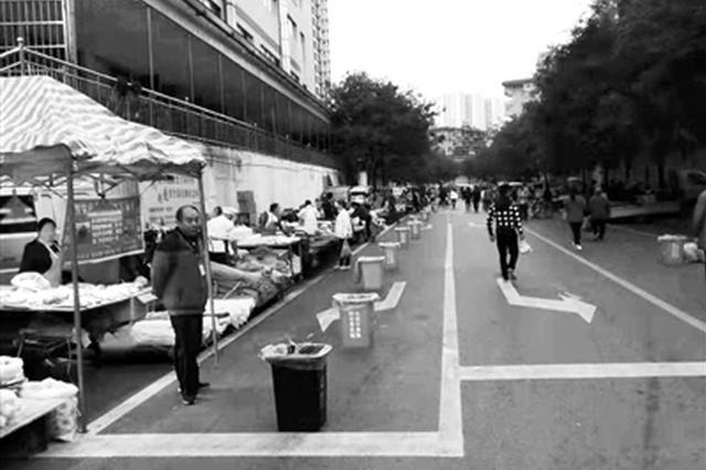 分类垃圾桶上岗早市 市民点赞:简单举措解决卫生难题