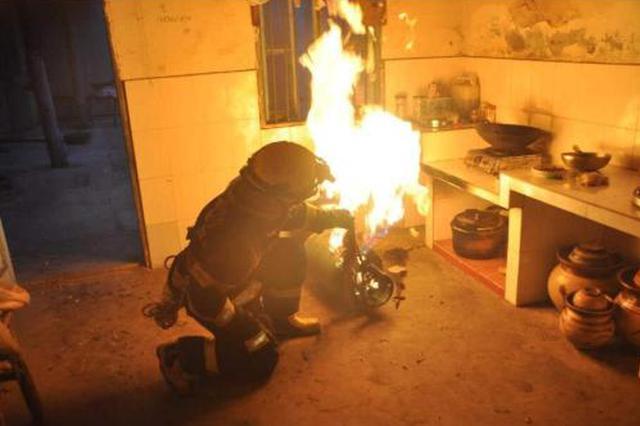 煤气罐着火先关阀还是先灭火 消防部门进行专业解读