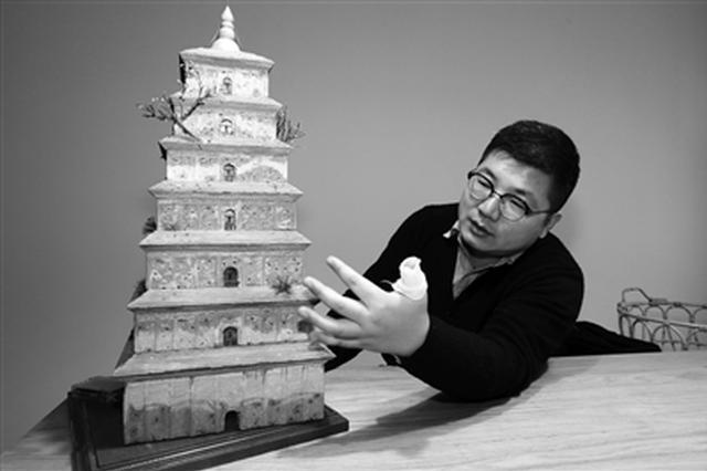 """28岁小伙自学手工制作 6个月造出一座""""大雁塔"""""""