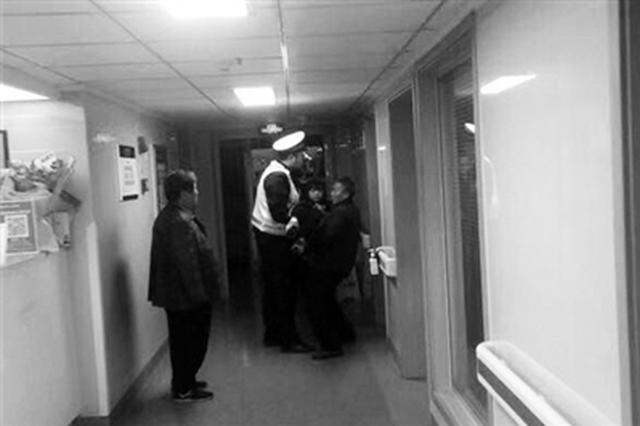 男孩误吞硬币呼吸困难 长安民警警车开道紧急送医