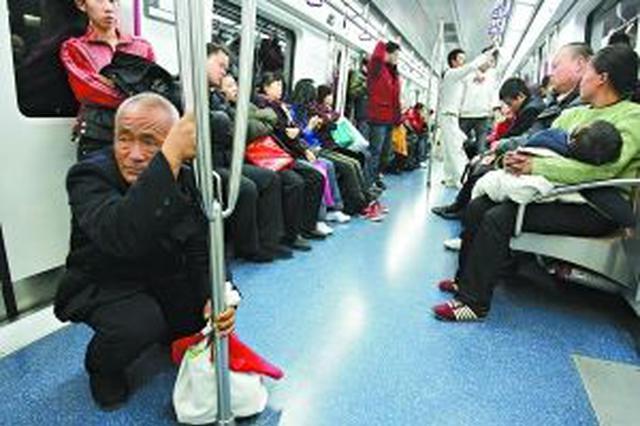 老人乘地铁突然发病 站务员紧急救助脱险
