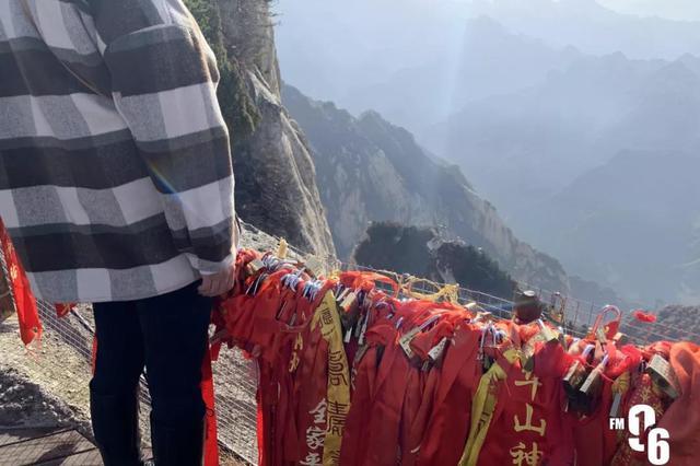 女游客华山自拍坠亡 工作人员:不险没人来