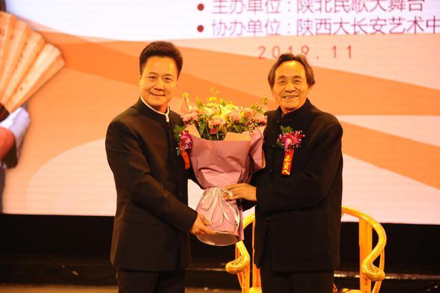 """梅花奖获得者、秦腔表演艺术家李小锋拜师""""西部歌王""""王向荣"""