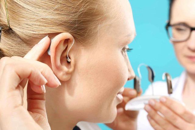 32岁男子告别无声世界 咸阳首例国产人工耳蜗成功植入