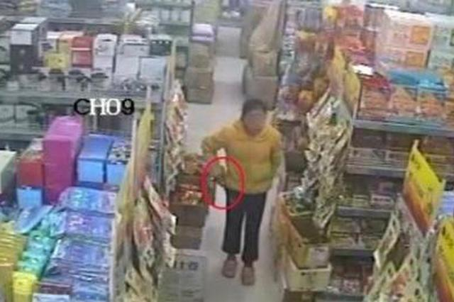 女子超市偷走11件商品价值700元 涉嫌盗窃被拘留