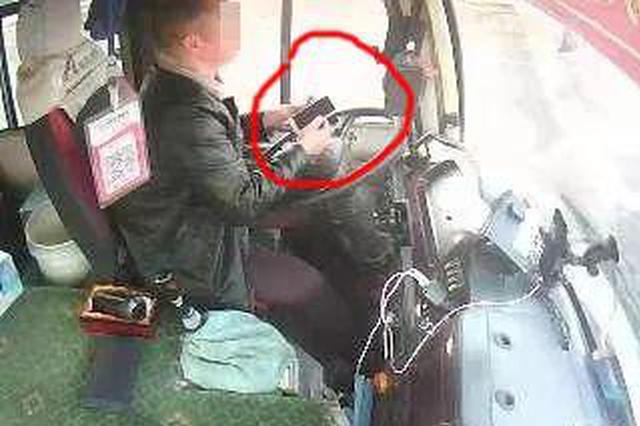 边开车载客边直播 榆林一司机这波操作太惊悚