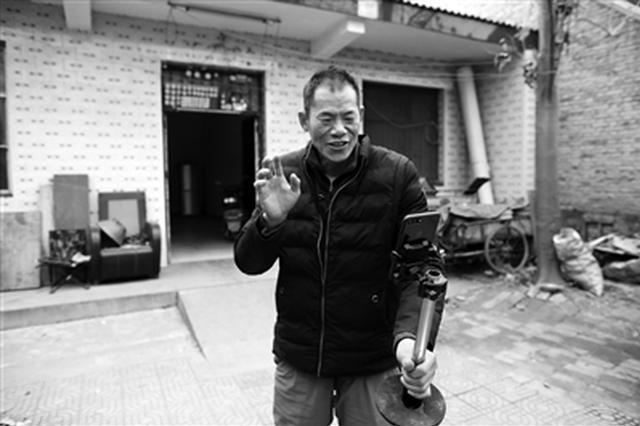 """42岁农民""""土味直播""""推广农产品 助村民走上致富路"""