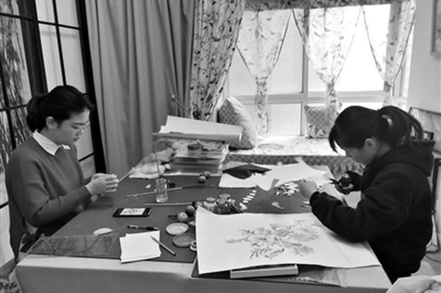 坐火车跨越近2700公里 俩女大学生来西安学习棉絮画