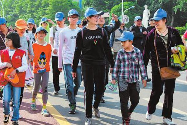 汉中举行健步走活动 近2000名市民以健步走方式喜迎新春