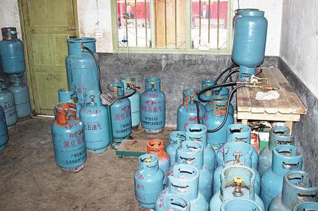 民房内竟储存了6瓶液化气 阎良多部门联手除隐患