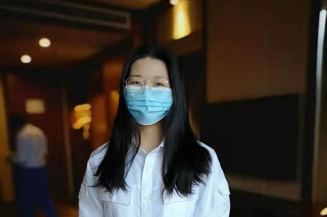"""即将踏入病房 西安市胸科医院3名护士剪发战""""疫"""""""