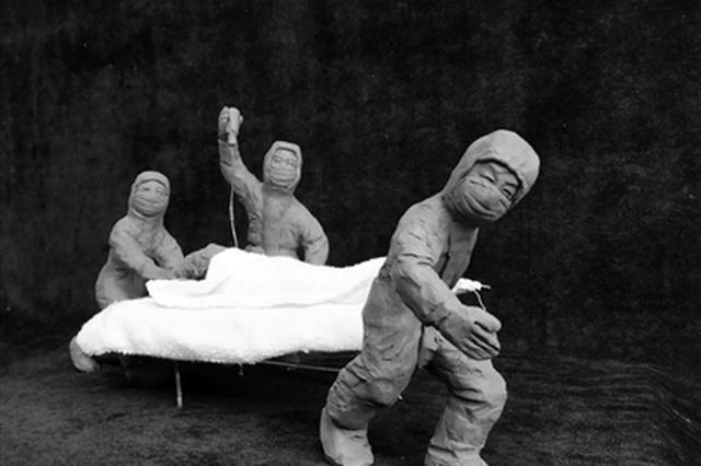 西安民间艺人致敬抗疫一线英雄 半月创作出泥塑群雕