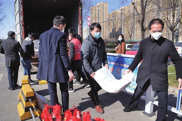 共青团西安市委284份爱心 温暖284个医护人员家庭