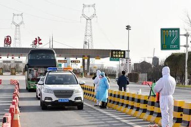 西安国际港务区专车接工友复工 统一进行核酸检测