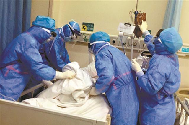 带领158名医护人员支援武汉 施秉银:疫情不破誓不还