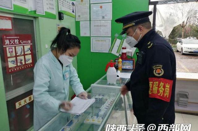 坚持疫情防控不松懈 西安城管加大临街商铺检查力度