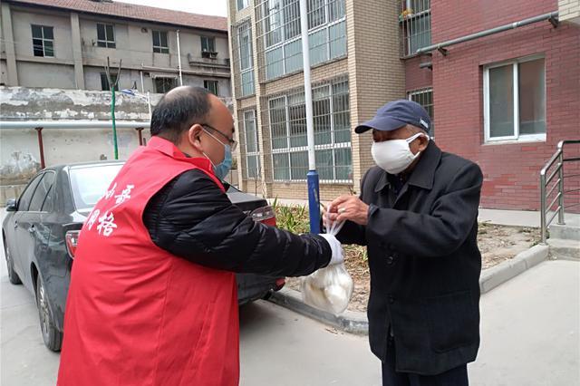 """陕西西安:""""救急难""""队伍为城市困难群体解困"""