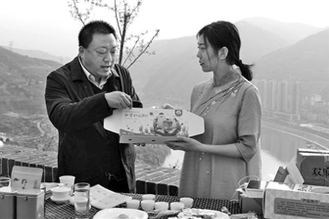 为旬阳县消费扶贫农产品代言 副县长网上推介农产品