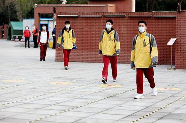 """陕西24万高三学生今早开学 """"非常想念唠叨的老师"""""""