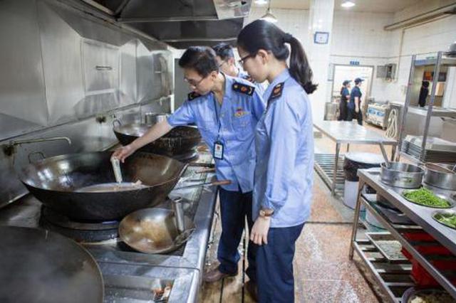 西安检查学校及周边食品安全 建议食堂餐饮具集中消毒