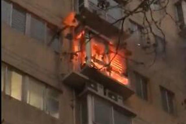 西安南小巷仪表楼小区发生火灾 一名男子不幸身亡
