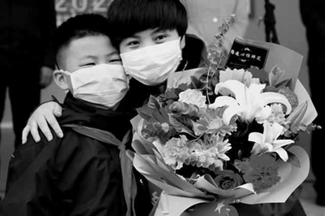 英雄归来 陕西部分支援湖北医疗队员结束隔离休整回家