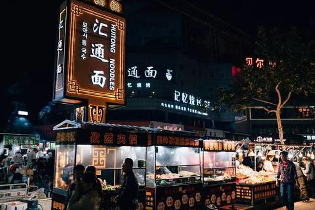 """咸阳有条美食街面摊同卖""""汇通面"""" 每天吸引上万食客"""