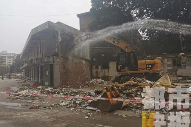 西安多部门联合行动 拆除上千平方米违建文体商城小吃街