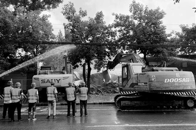 团结西路 1.3万平方米违建将拆 共计300余人参与拆除