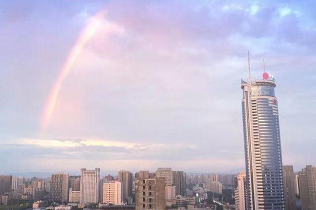 一日经历高温、暴雨 傍晚西安唯美彩虹刷爆朋友圈
