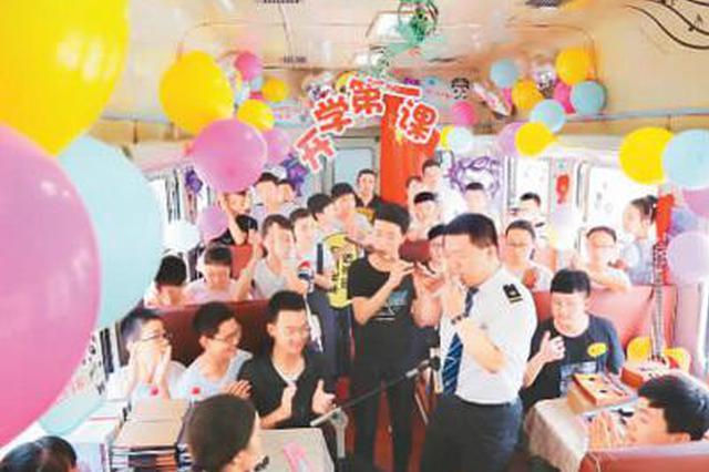 """陕西宝鸡:这趟""""慢火车""""在秦巴山区穿梭了六十余年"""