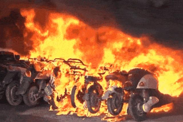陕西交警:电动车主请注意,违规停放充电行为将被清理!