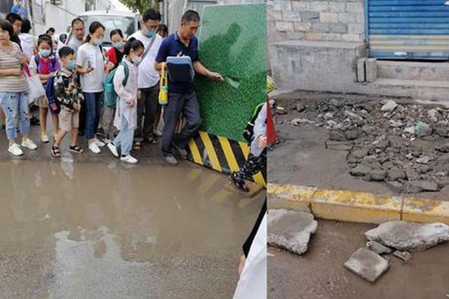 小学校门口围挡致孩子上学难 相关部门:已拆除部分围挡