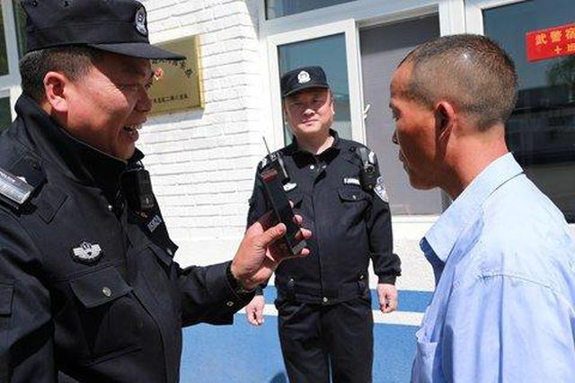 男子好几天来寻找两位民警 只为当面说一声谢谢