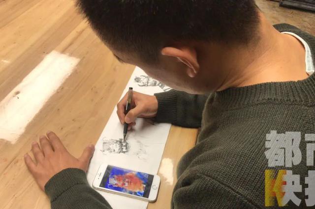西安一书法老师在卫生纸上作画,引来近五百万人围观