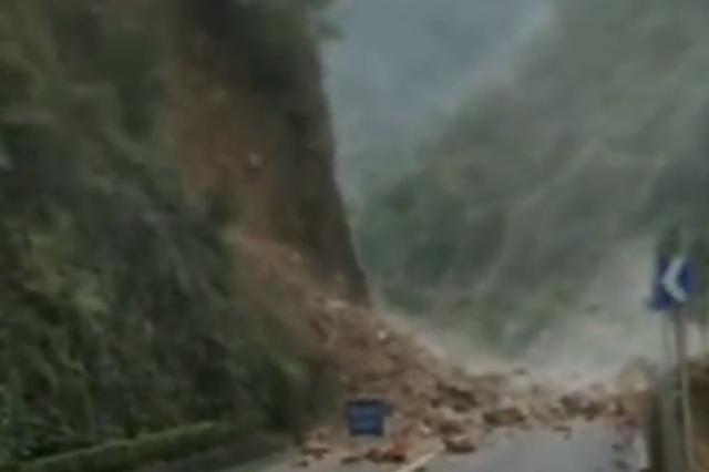 预计10月22日抢通!陕西345国道3万m3山体滑塌