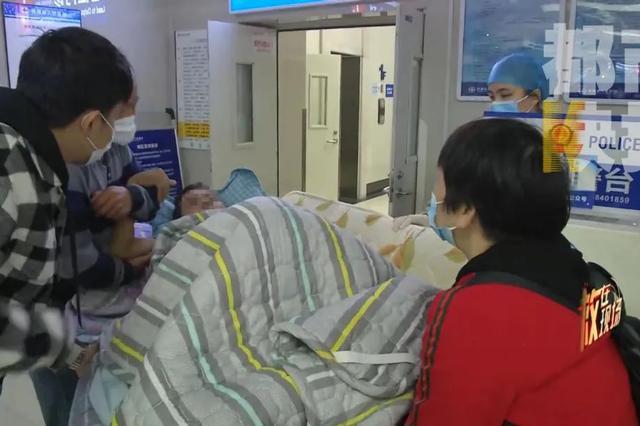 陕西一医院晚间接诊超40例 一患者跨5省来西安救治