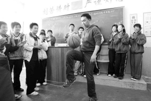 西安一中学体育老师当班主任 全班成绩排在年级前列