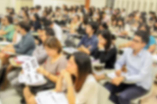 洛南举办金秋就业招聘会 20余家企业提供3600个岗位
