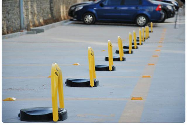 西安一小区私装200多个地锁占消防通道 回应:将尽快拆除