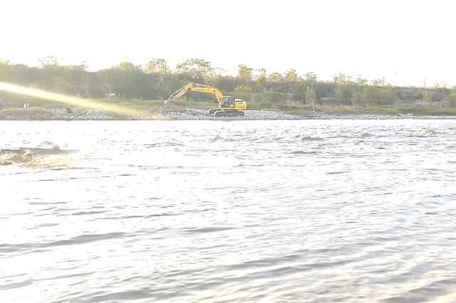 陕西5人河边玩耍突遇河水暴涨 逃生时车辆被冲走