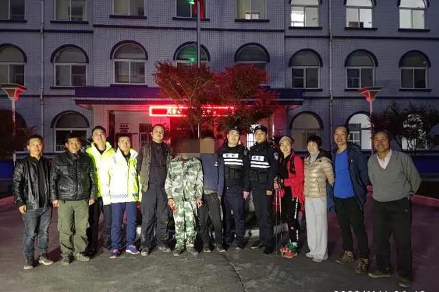 男子为寻刺激秦岭探险被困 救援队连夜摸黑进山救人
