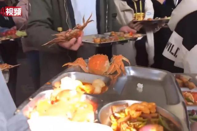 西安一中学食堂买千只螃蟹宴请师生 网友酸了