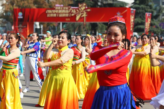 550名广场舞爱好者欢聚西安秀舞技